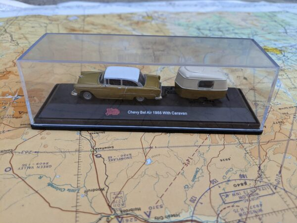 Gold 1955 Chevy Bel Air with Caravan Trailer - HO Scale