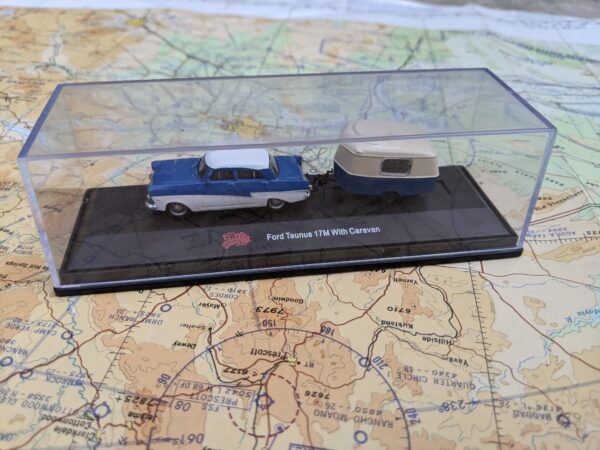 White and Blue Ford Taunus with Caravan Trailer - HO Scale